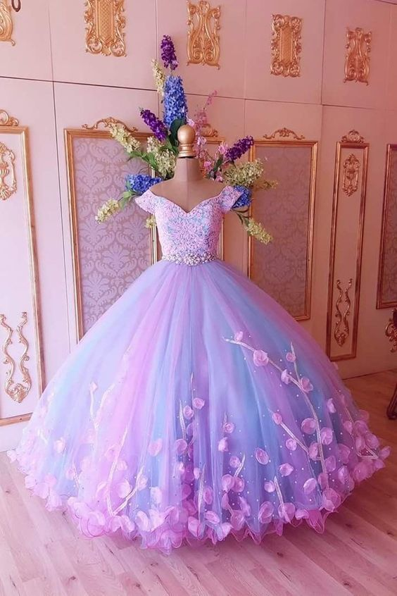 Princess for a day: Majestic gowns onPinterest