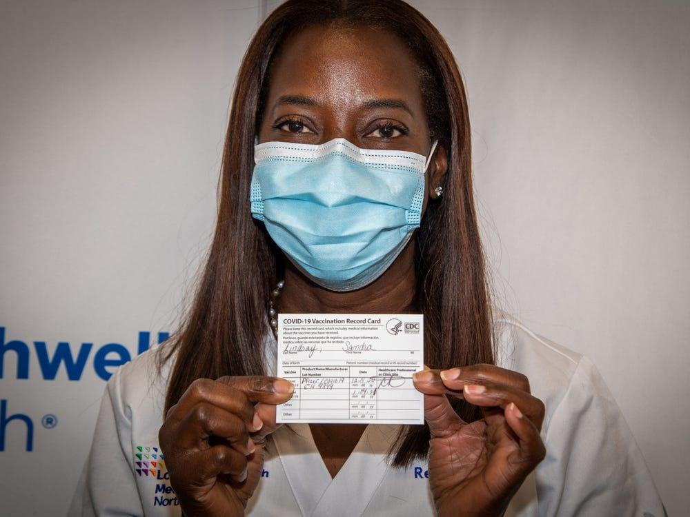Sandra Lindsay first vaccine in US